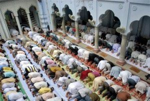 muslims-offering-namaz-at110909094628